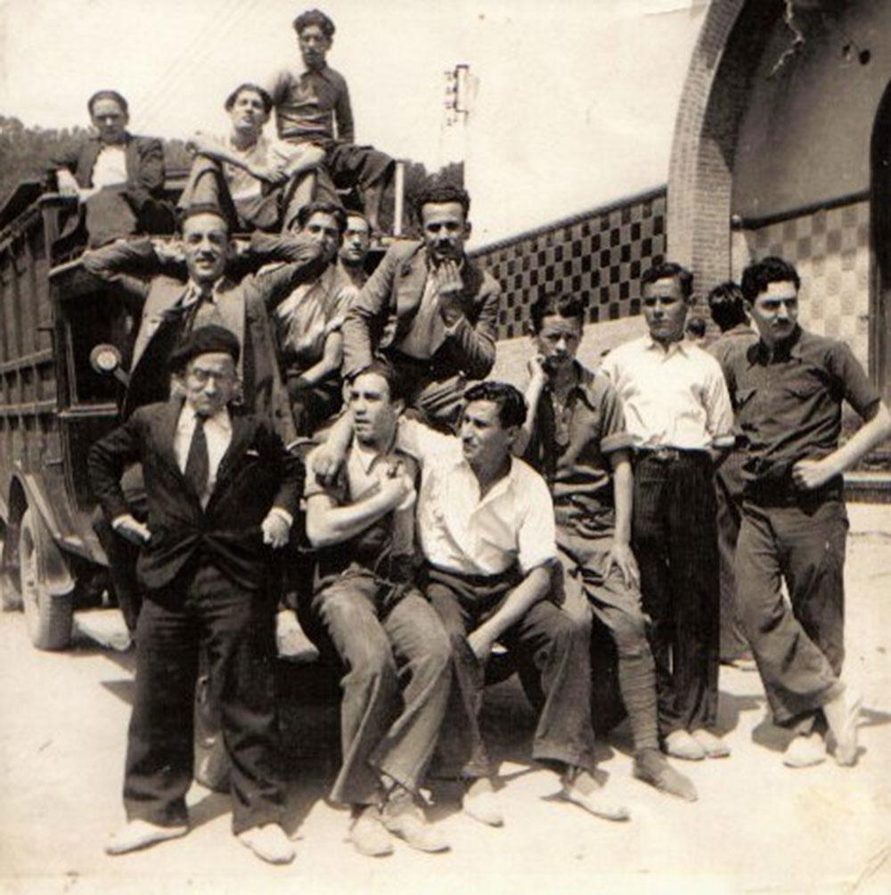 Grup de treballadors amb Pantaleó Bruguera